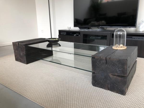 Cette table, conçue avec 2 plateaux en verre trempé et 2 billots de bois à chaque extrémité, peut être entièrement personnalisée. Vous avez le choix : – De la largeur et de la longueur – Fabrication possible en chêne et en épicéa – Choix de la finition du