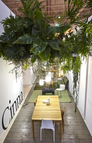 Scénographie de l'espace outdoor pour les stands Cinna et Ligne Roset lors du salon Maison & Objet 2017.