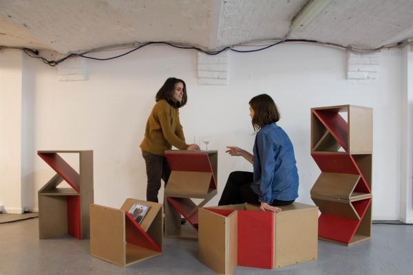 M comme CUBES : design d'espace, mobilier modulable ou jeu de construction à taille humaine, qui permet d'inventer des espaces uniques et fonctionnels pour le hall de la Malterie.