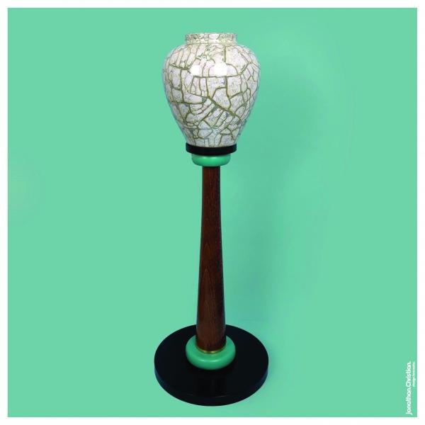 Vase sur colonne 037 par Jonathan Christian