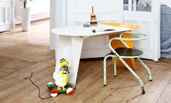 Design mobilier — Éducalux. Bureau d'écolier