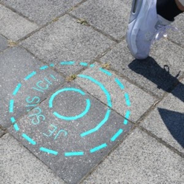 Fil de brique, une ligne bleue dessine un parcours urbain amenant les touristes à découvrir les lieux d'intérêts roubaisiens.