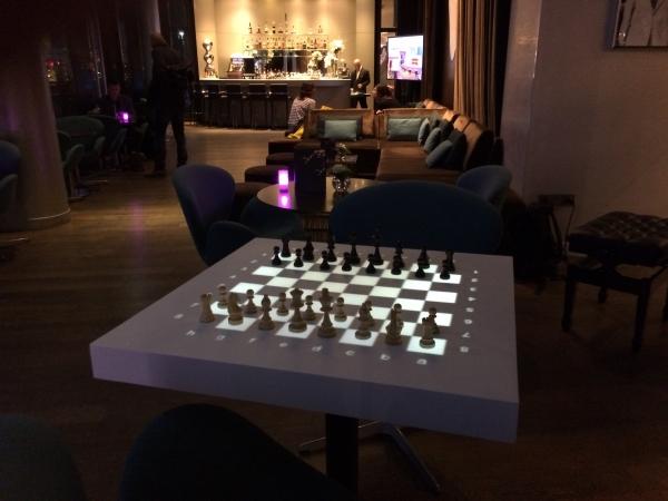 table lumineuse d'échecs