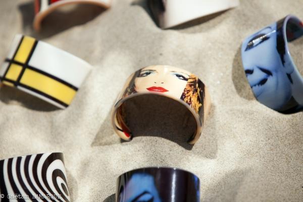 collaboration avec autre artisan/créateur pour édition d'une collection capsule d'accessoires (bracelets en résine) déclinés de mes petites robes et de mes designs graphiques
