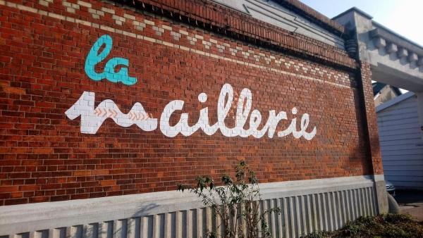 Identité visuelle, formes peintes sur site et univers graphique du projet de quartier La Maillerie > Maison du projet (Villeneuve d'ascq / Croix).