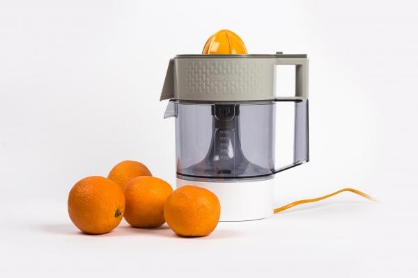 Pep's est un presse agrume mêlant les différentes façons de presser des oranges ou autres agrumes. Ces différentes manières de presser correspondent à des besoins différents (cuisine, jus d'orange, utilisation familiale, utilisation solitaire).