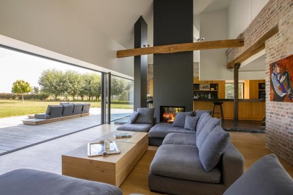 Architecture intérieure, rénovation globale d'une ferme au carré située à la frontière Belge.