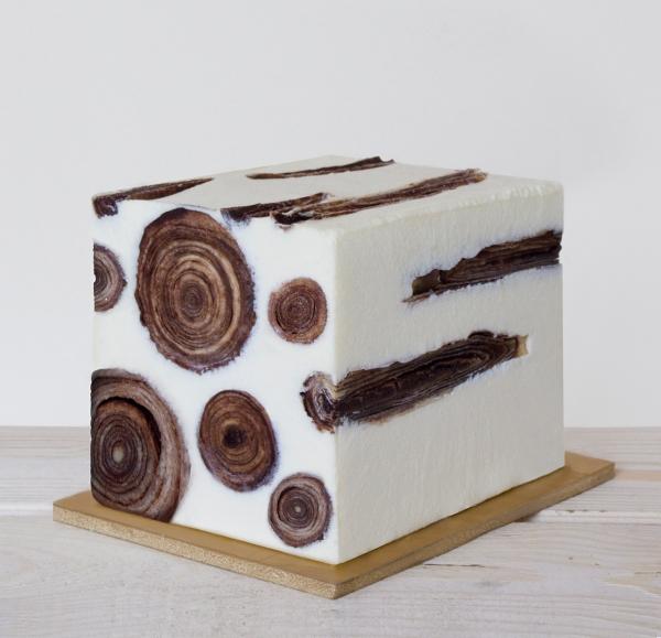 Plumas glacé. Bûche de Noël qui ré-interprète les saveurs 13 desserts provençaux.