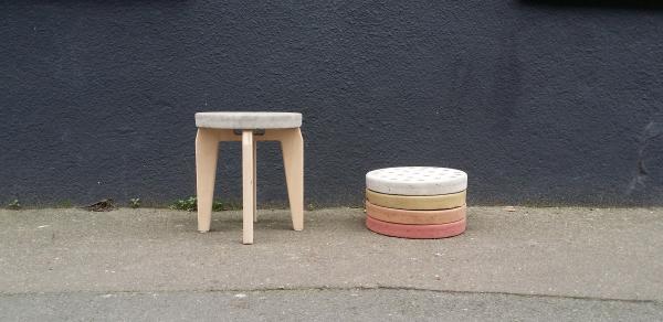Mariage arrangé - 2014   ''Mariage arrangé'' est une collection d'objets constitués de deux personnalités distinctes; d'une surface coulée en béton et d'un piettement fabriqué en bois. Ces deux entités, s'allient, s'assemblent et fusionnent afin de faire